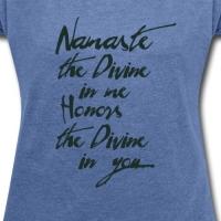 namaste-yogigruss-das-licht-in-der-yogapraxis-frauen-t-shirt-mit-gerollten-aermeln.jpgappearanceId296appearanceId1534228056appearanceIdlist3333