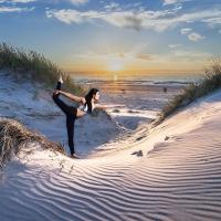 Fotomotiv für den Wohnraum Yogini Tänzerin am Meer