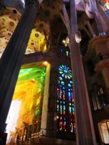 Lichtimpression durch den Lichteinfall der Kirche von Gaudi