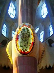 Detailapplikation oben auf den Kirchensäulen der Sagrada Familia von Gaudi