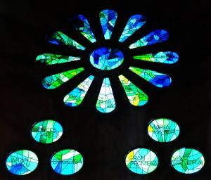 Ausschnitt Kirchenfenster in Blumenoranmanet