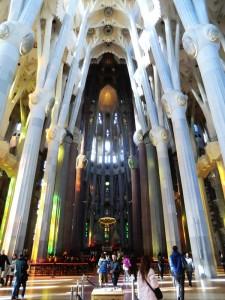Sagrada Familia in Barcelona von Innen Übersicht