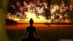 Yogi_meditiert_unter_Bodhi_Baum_1920x1080px