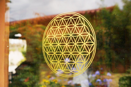 Blume des Lebens Aufkleber/Wandtattoo in Gold auf Glas